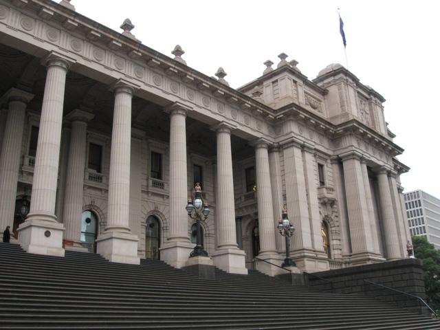 Pour le tribunal, la Scientologie doit continuer ses activités