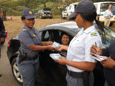 Les policiers de Durban luttent contre la drogue