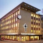 L'Église de Scientologie de Hambourg est située dans le lieu historique marquant la naissance de Hambourg, sur une grande place, parmi d'autres églises célèbres, dans le centre spirituel de la vieille ville. Le bâtiment de sept étages est nouvellement transformé en une Org idéale, pour délivrer l'ensemble des services de Scientologie et être un lieu de rencontres pour les individus de toutes confessions.