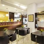 La cafétéria La cafétéria de l'Église de Scientologie de Hambourg est située juste à côté de la réception. Elle est ouverte aussi bien aux visiteurs qu'aux personnes participant à des activités.