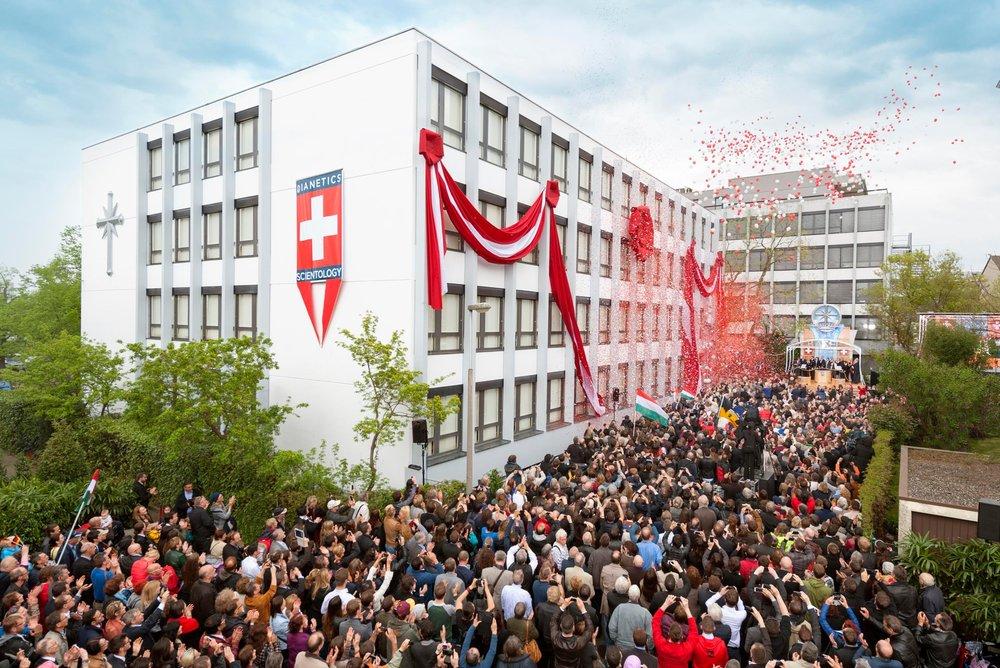 Inauguration de la première église « idéale » suisse de Scientologie à Bâle