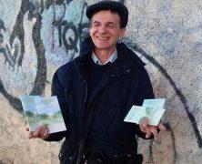 Un scientologue aveugle remercie ses guides en offrant Le Chemin du Bonheur