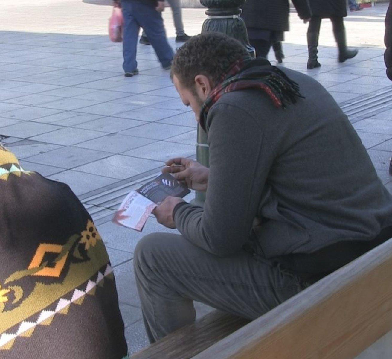 Athènes : les scientologues grecs apportent la vérité sur les drogues