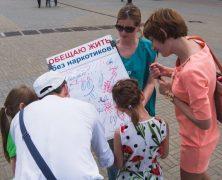 Russie : des bénévoles révèlent aux jeunes la vérité sur les drogues