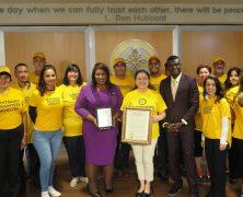 Miami : une sénatrice félicite les ministres volontaires de Scientologie