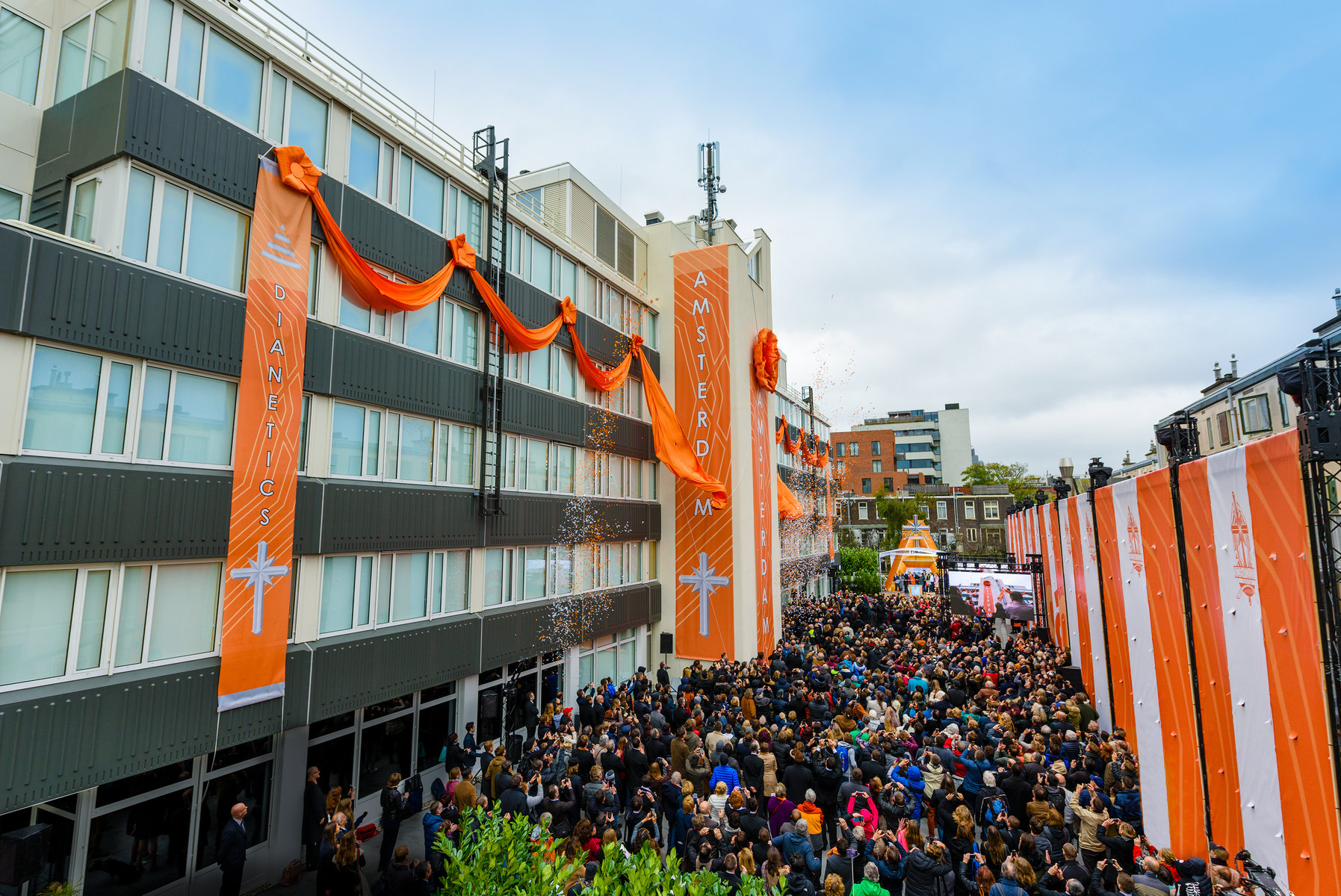 Amsterdam : inauguration d'une nouvelle église de Scientologie