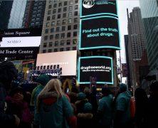 S'exprimer au cœur de New York sur la crise de la drogue aux États-Unis