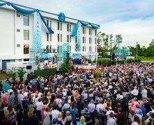 Orlando: le ruban tombe sur la nouvelle Eglise de Scientologie