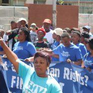 Des milliers de personnes manifestent contre la xénophobie et la violence