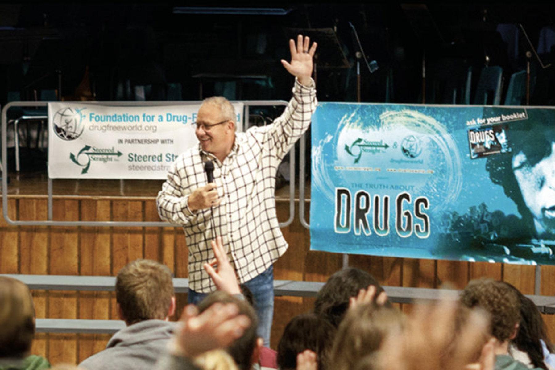 Diriger les enfants dans le droit chemin en ce qui concerne les drogues