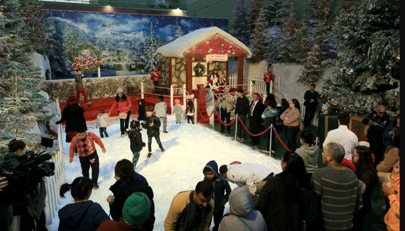 La maison du Père Noël et son sapin magique à Hollywood