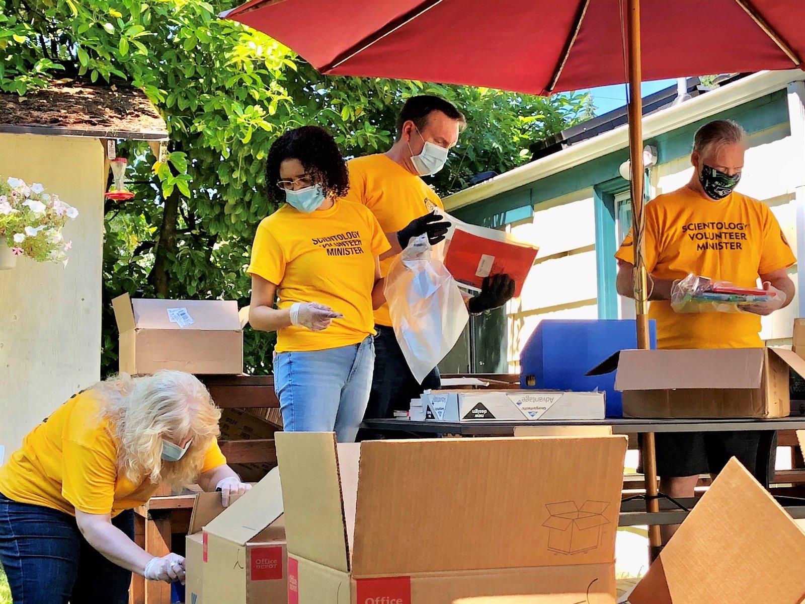 Les Ministres Volontaires de Scientology soutiennent les enfants pour la nouvelle année scolaire