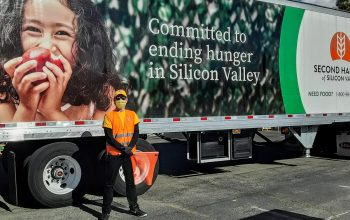 Des bénévoles scientologues soutiennent la banque alimentaire de Second Harvest