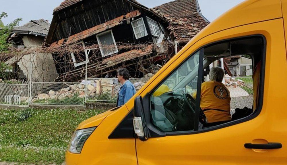 Les Ministres Volontaires de Scientology d'Italie aident les villages croates à se reconstruire