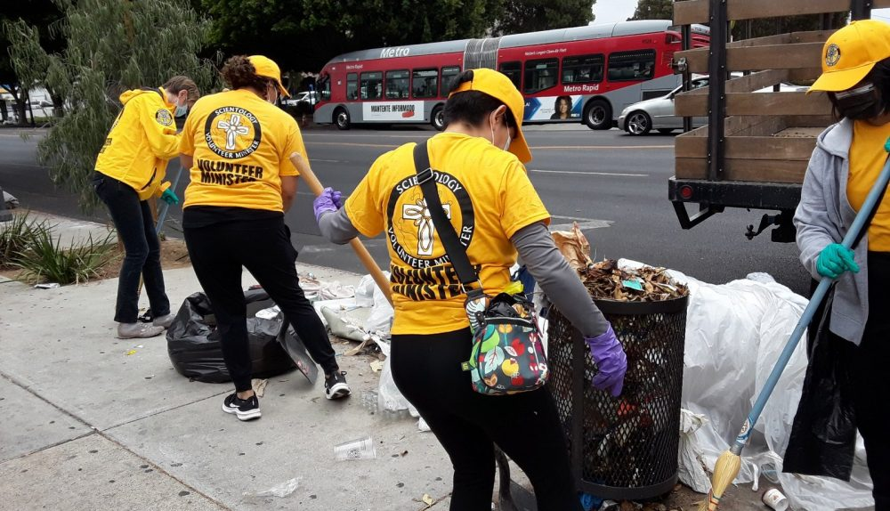 L'Église de Scientology de Los Angeles lance le nettoyage mensuel du quartier d'East Hollywood