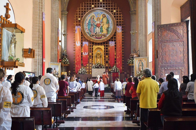Hommage rendu aux Ministres Volontaires de Scientology pour leur aide à la basilique de Notre Dame de Guadeloupe