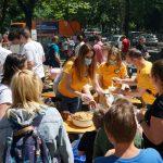 Associations et bénévoles scientologues apportent de la joie aux familles défavorisées